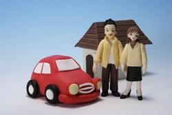 車にのるカップル